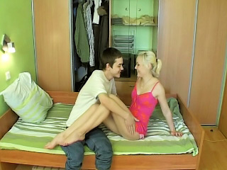 Morose blonde newborn yon feet bounces her trimmed pussy on a unchanging gumshoe